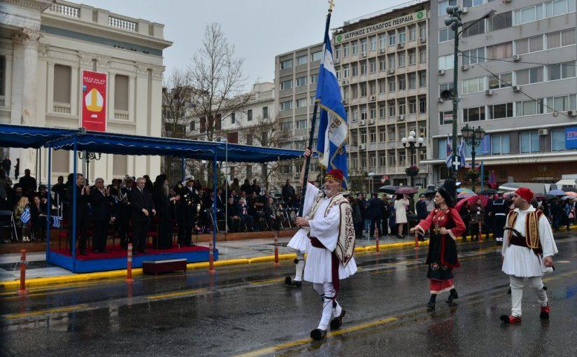 Πανηγυρική Δοξολογία, κατάθεση στεφάνων και μαθητική παρέλαση στον Πειραιά για την 25η Μαρτίου