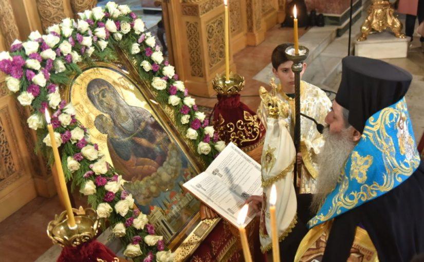 Μετάδοση του τηλεοπτικού σταθμού APLHA από τον Καθεδρικό Ιερό Ναό Αγίας Τριάδος Πειραιώς (Ακάθιστος Ύμνος).